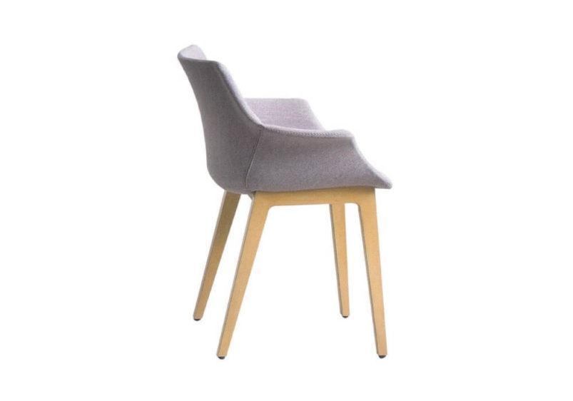 Με ξύλινο σκελετό και τεχνοπολυμερές υλικό.Καρέκλα More/bl απο την Gaber