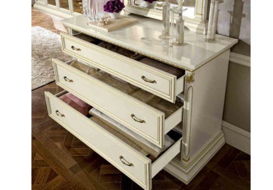 Κλασική Συρταριέρα Με Vintage Χρυσά Χερούλια CG-370184