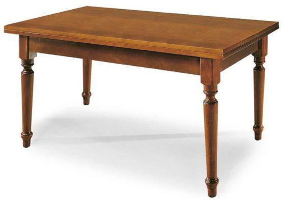 Κλασσικό ξύλινο τραπέζι
