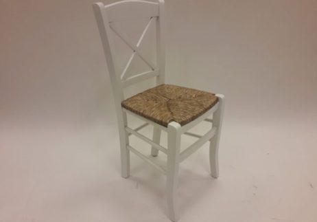 Λευκή ξύλινη καρέκλα με χιαστή πλάτη