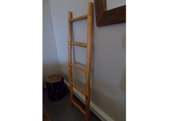 σκάλα διακοσμητική κρεμάστρα από ξύλο teak