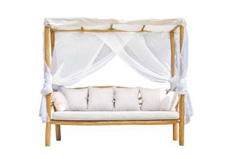daybed με μαξιλάρια και κουρτίνες