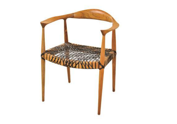 Πολυθρόνα με σκελετό από teak και κάθισμα από μαύρο ραττάν