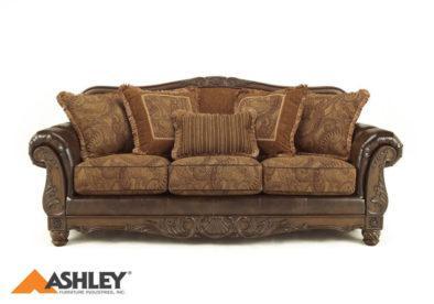 Σκαλιστός τριθέσιος καναπές Fresco από την Ashley