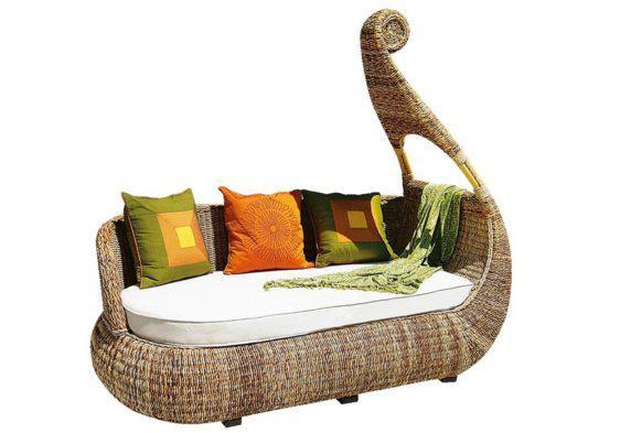 καναπές από ρατάν σε σχήμα γόνδολας