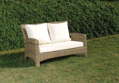 καναπές ραττάν με μαξιλάρια δύο θέσεων