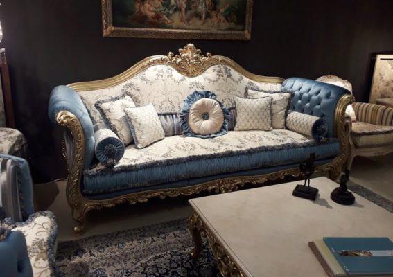 Τριθέσιος Baroque καναπές από την έκθεση του Μιλάνου