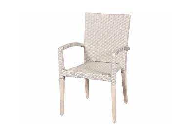 λευκή πολυθρόνα από συνθετικό ραττάν και ξύλινο σκελετό