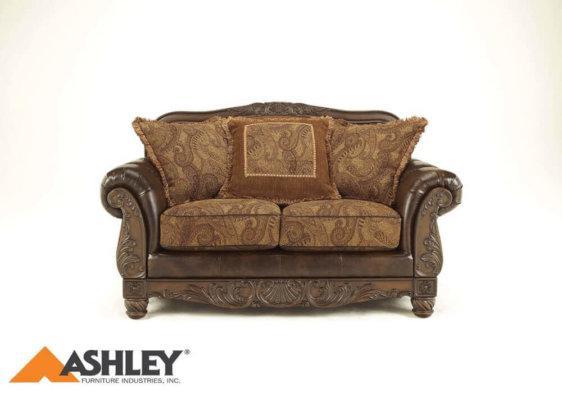 Διθέσιος σκαλιστός καναπές Fresco από την Ashley