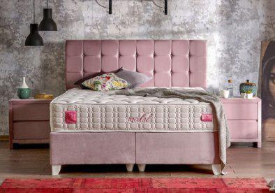 ροζ κρεβατι με λευκά ποδαρικά