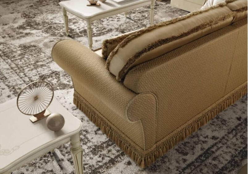 Κλασικός Ιταλικός καναπές επενδυμένος με πολυτελή υφάσματα CG-105127