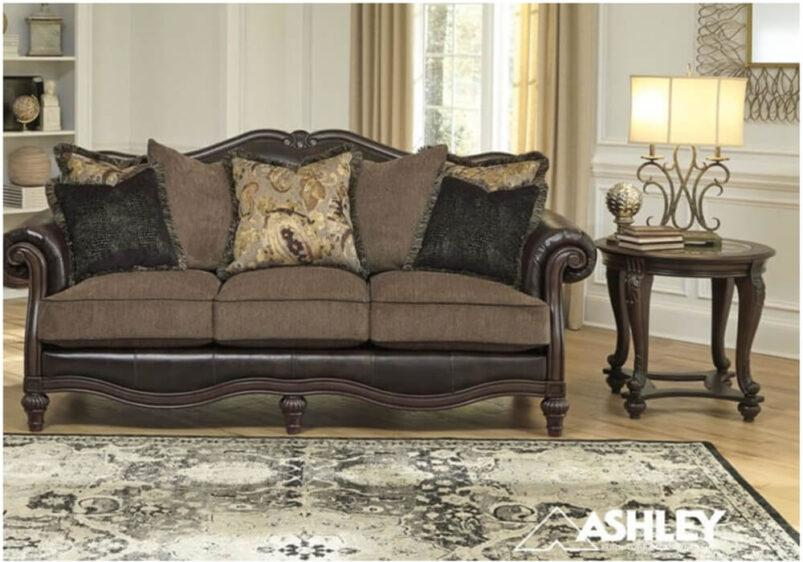 Τριθέσιος και διθέσιος καναπές Ashley με σκαλιστό σκελετό G-131257