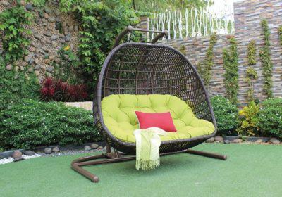 κουνιστή καρέκλα rattan με μεταλλική βάση