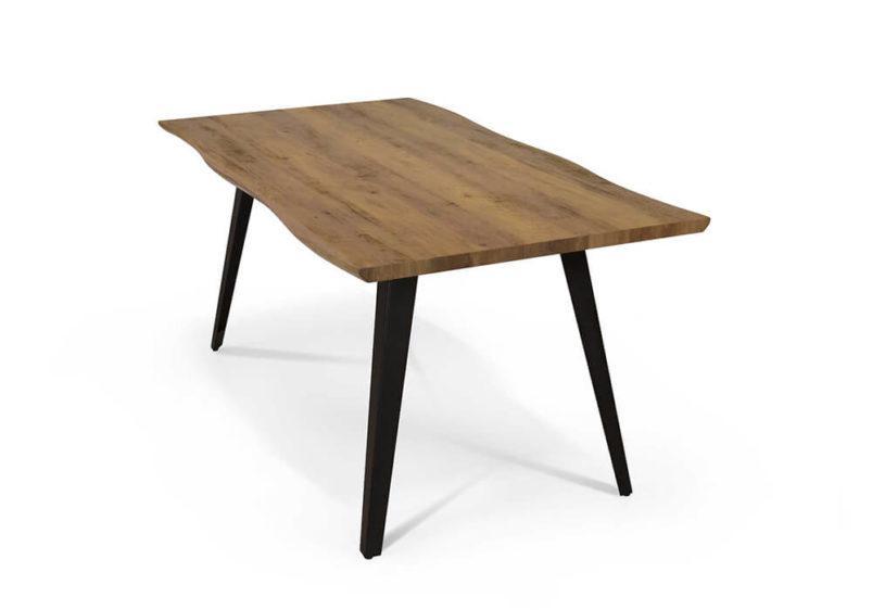 ξύλινο τραπέζι παραδοσιακού στυλ