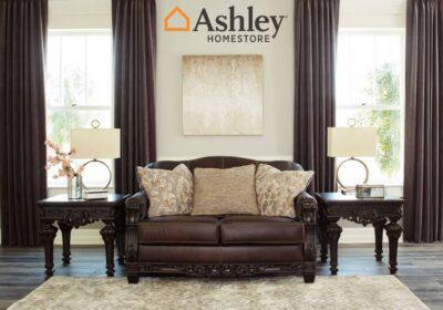 Κλασικός σκαλιστός καναπές από την Ashley δερμάτινος