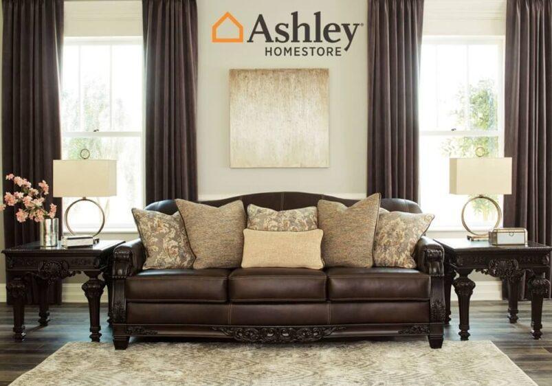 Κλασικός τριθέσιο σκαλιστός καναπές από την Ashley δερμάτινος