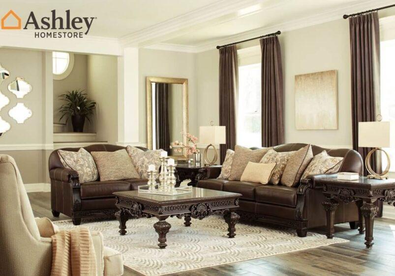 Κλασικός τριθέσιος και διθέσιος σκαλιστός καναπές από την Ashley δερμάτινος