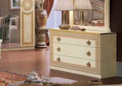 Συρταριέρα λευκή με μαιάνδρους και χρυσά πόμολα