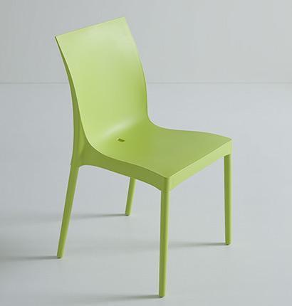 Καρέκλα με απλό design απο την Gaber Iris