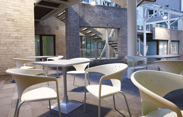 Καρέκλα απο την Gaber με διάτρητη πλάτη και κάθισμα Terrace