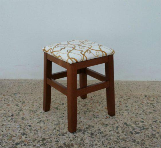 Μικρό Τετράγωνο Ξύλινο Σκαμπό K-147570