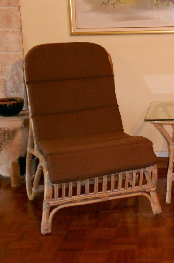 Λευκή Καρέκλα Με Ενιαίο Μαξιλάρι Ε-220222