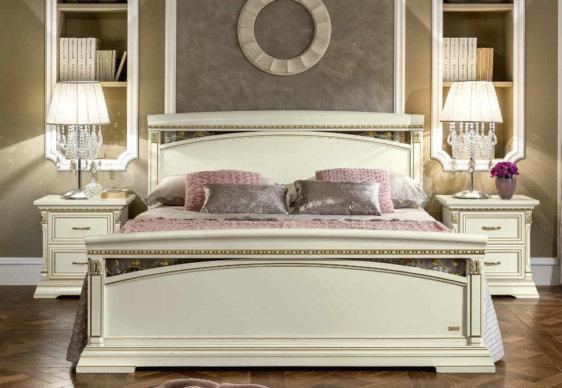 Λευκό Κρεβάτι Με Αρχαιοελληνικό Σχέδιο CG-370147
