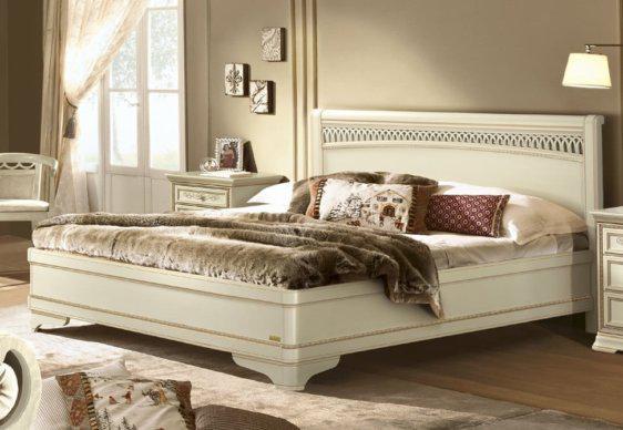 Vintage Αντικέ Κρεβάτι Με Χειροποίητο Σκάλισμα CG-050456