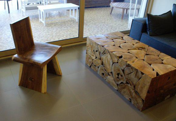 Καρέκλα μοναστηριακού τύπου απο κορμό δένδρου σε χρώμα φυσικό J-146500