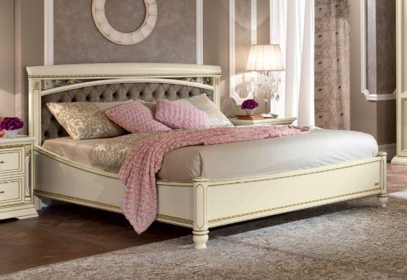 Αριστοκρατικό Κρεβάτι με Καπιτονέ Προσκέφαλο CG-0370152