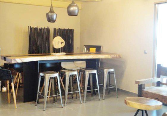 Τραπέζι-Μπαρ Suar με Τριγωνικά Μεταλλικά Πόδια J-146555